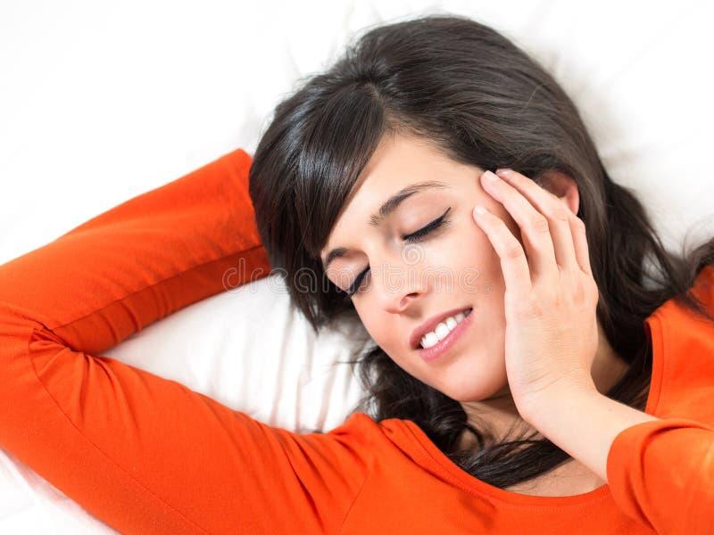 Donna che dorme pacificamente fotografie stock