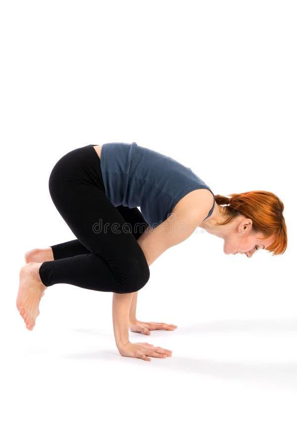 Donna che fa esercitazione di yoga fotografie stock libere da diritti