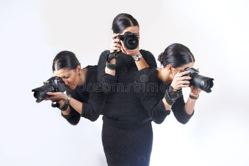 Donna che fotografa i colpi multipli allo stesso tempo fotografia stock libera da diritti