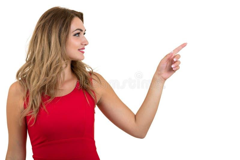 Donna che indica al segno Giovane bella donna sexy che mostra lo spazio della copia sulla scheda in bianco vuota di regalo o del  immagine stock libera da diritti