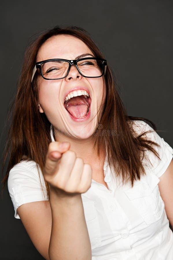 Donna che indica dito e risata fotografia stock
