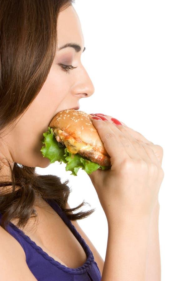 Donna che mangia hamburger fotografia stock