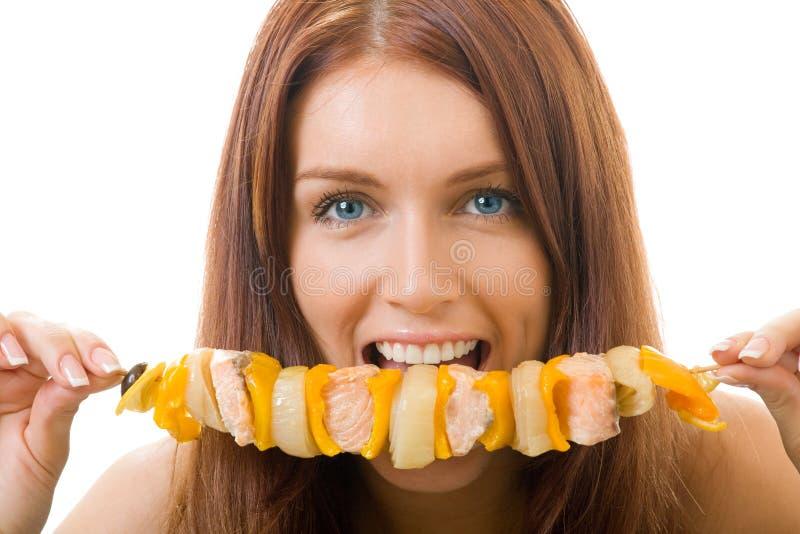 Donna che mangia kebab fotografie stock libere da diritti