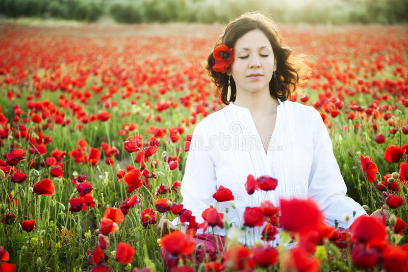 Donna che meditating immagine stock