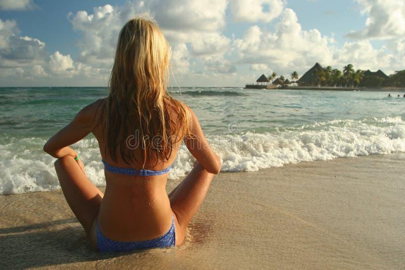 Donna che meditating fotografie stock