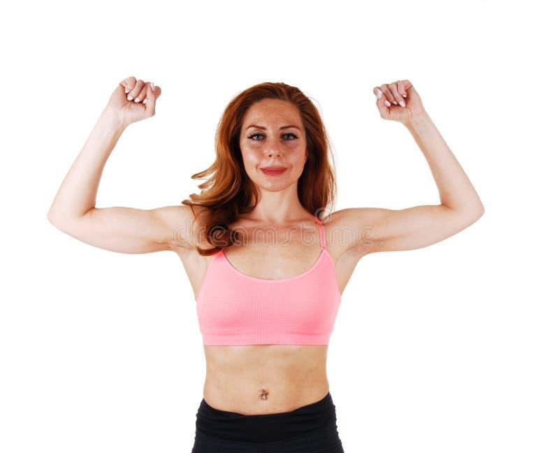 Donna che mostra i suoi muscoli fotografia stock