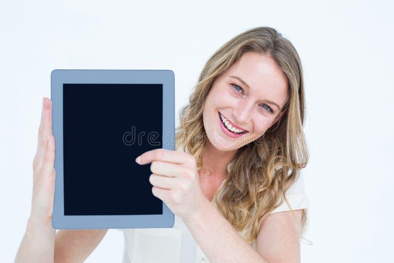 Donna che mostra il pc del ridurre in pani fotografie stock libere da diritti