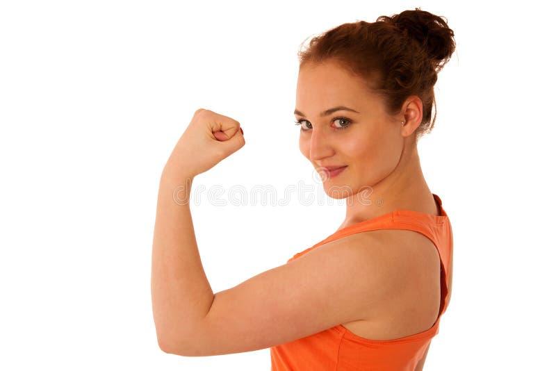 Donna che mostra il suo braccio come gesto per strrength immagini stock