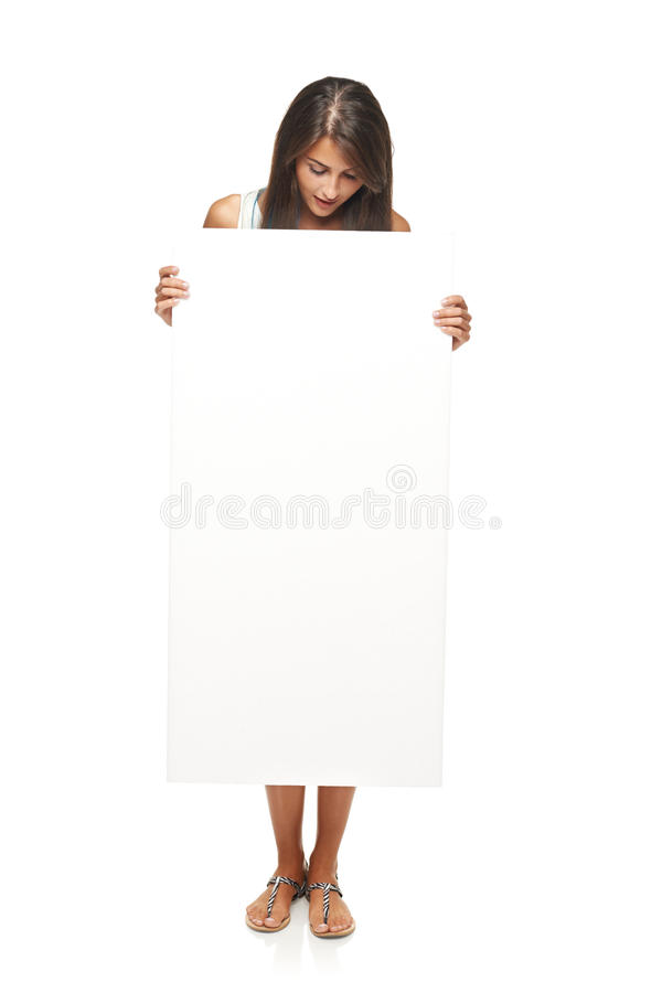Donna che mostra lo spazio in bianco della copia fotografie stock libere da diritti