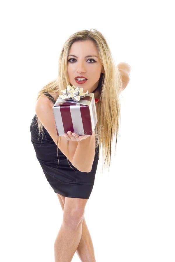 Donna che offre sorridere del regalo fotografia stock