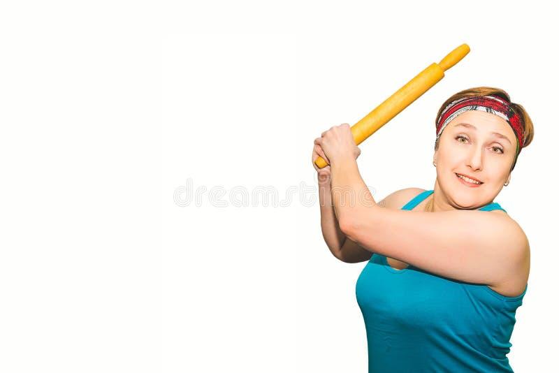 Donna che ondeggia un matterello, concetto, isolato, giorno del ` s delle donne fotografie stock libere da diritti