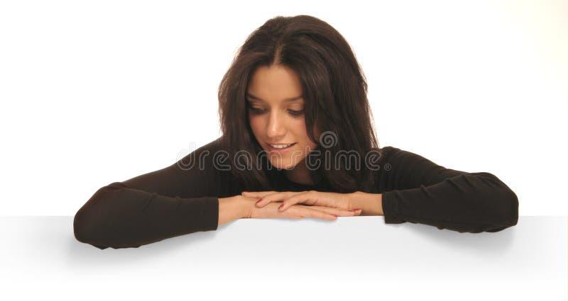Donna che osserva giù fotografie stock