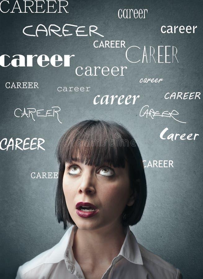 Donna che pensa alla sua carriera immagini stock