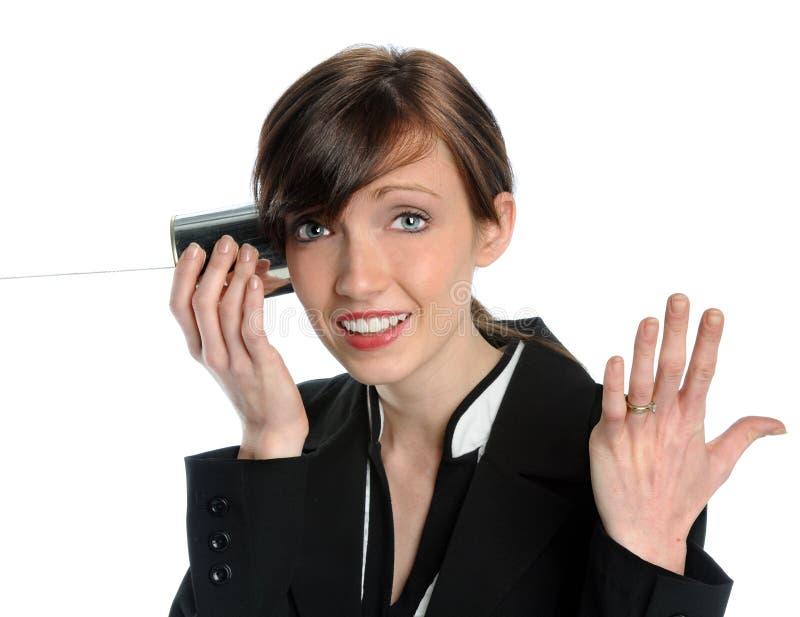 Donna che per mezzo del telefono del barattolo di latta fotografia stock libera da diritti