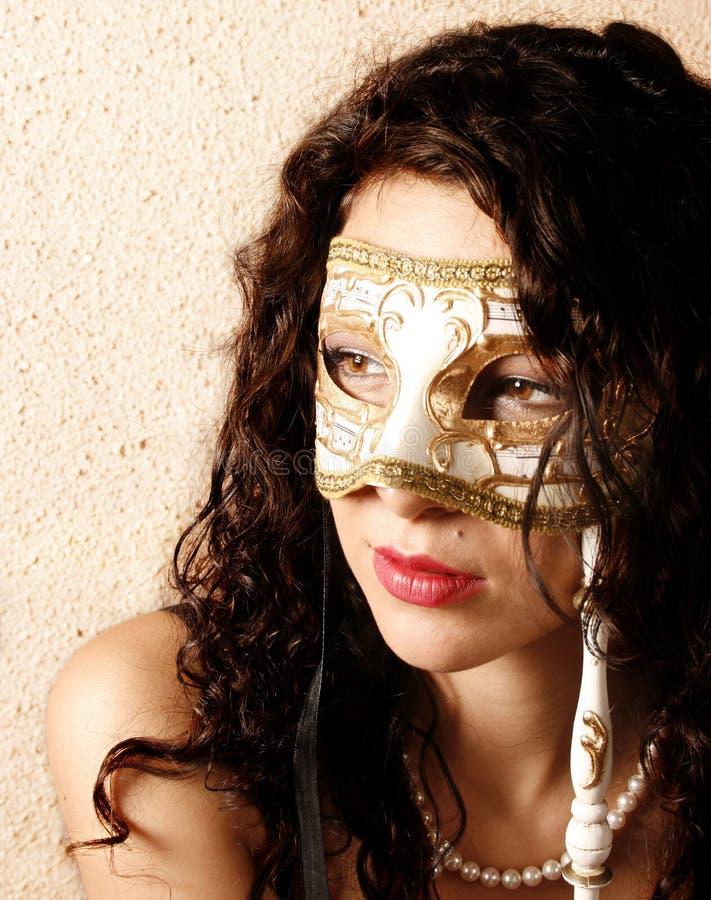 Donna che porta una mascherina immagini stock libere da diritti