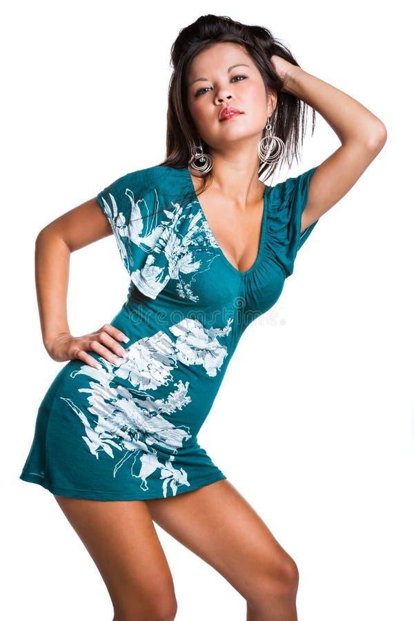 Donna che porta vestito blu immagini stock