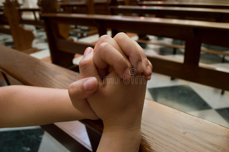 Donna che prega per avere speranza immagine stock