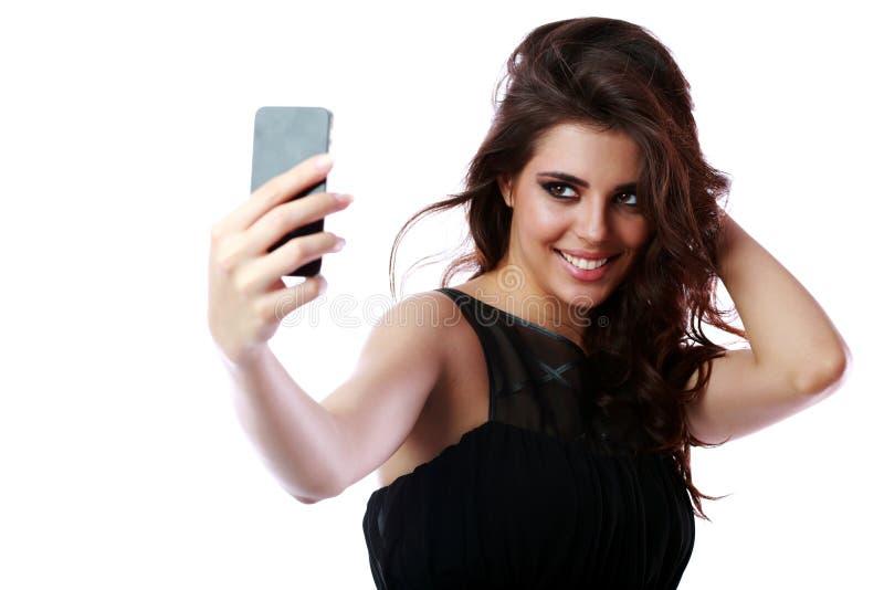 Donna che prende l'immagine di auto con lo smartphone immagine stock