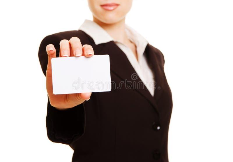 Donna che presenta biglietto da visita fotografia stock libera da diritti