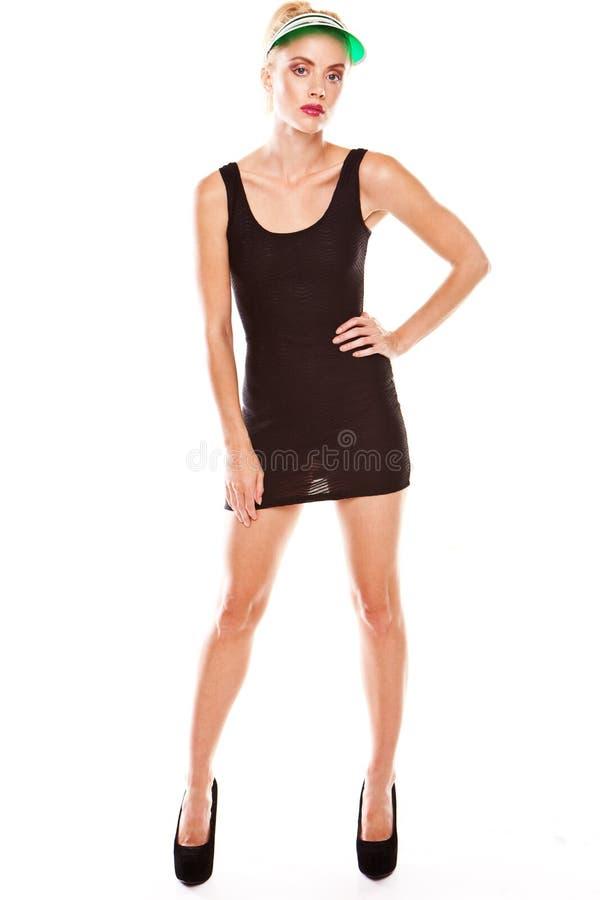 Donna che propone in miniskirt nero fotografia stock