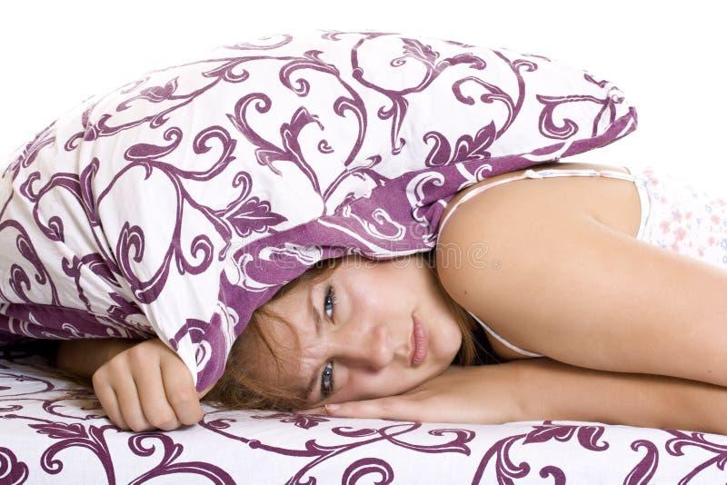 Donna che prova a dormire immagine stock