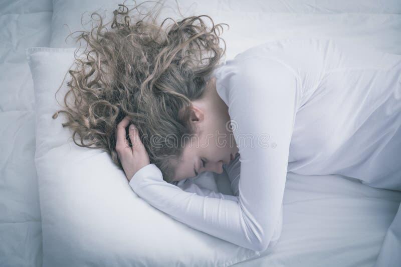 Donna che soffre per la depressione immagini stock