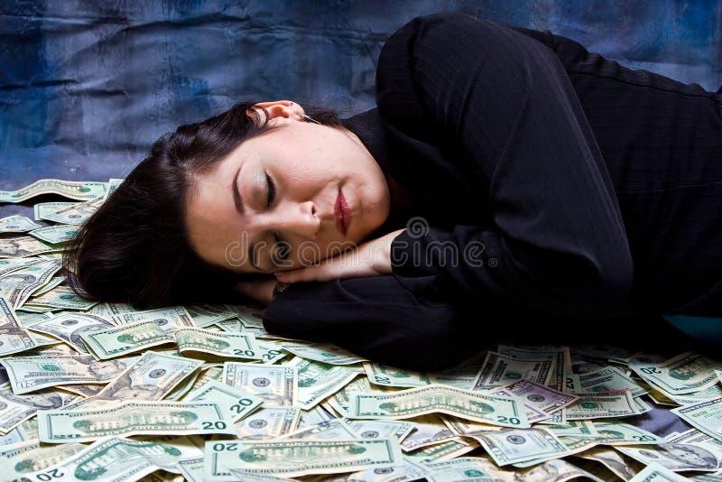 Donna che sogna dei soldi fotografia stock libera da diritti
