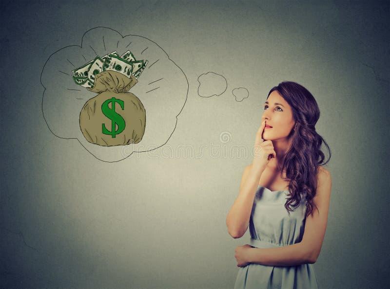 Donna che sogna del successo finanziario immagini stock libere da diritti