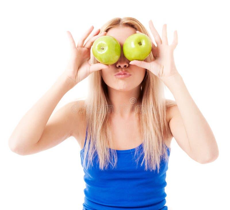 Donna che tiene due mele fotografia stock libera da diritti