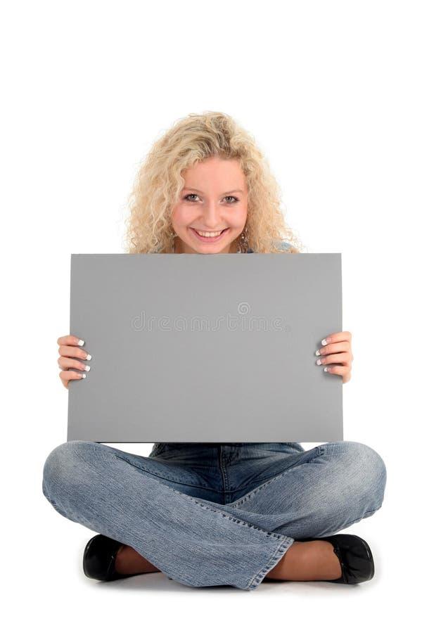 Donna che tiene segno in bianco immagini stock libere da diritti