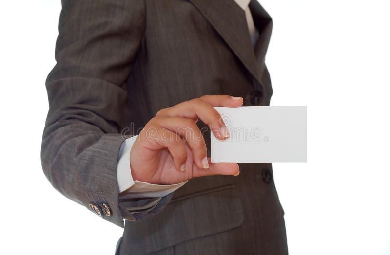 Donna che tiene un biglietto da visita immagine stock libera da diritti