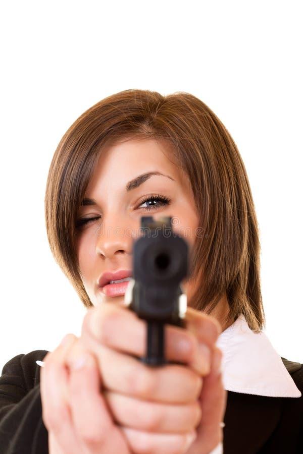 Donna che tiene una pistola fotografia stock libera da diritti