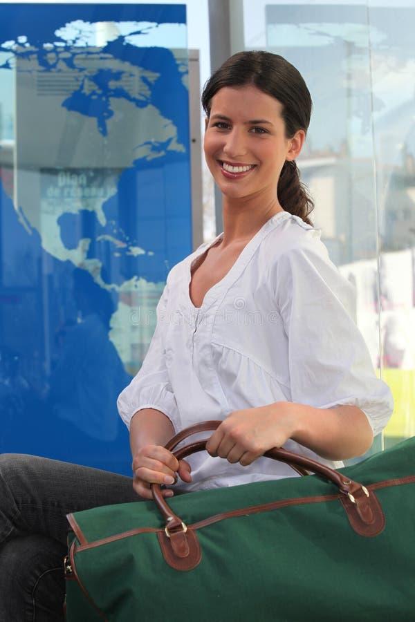 Donna che va su un viaggio immagine stock libera da diritti