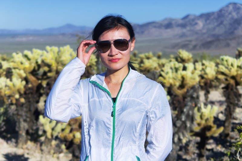 Donna cinese che esplora l'america immagini stock libere da diritti