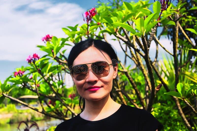 Donna cinese nel parco di Shenzhen fotografia stock libera da diritti
