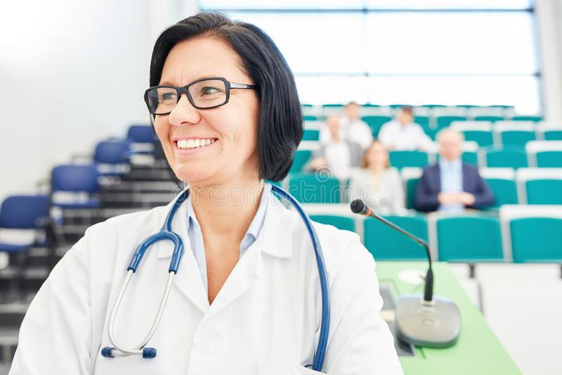 Donna come medico o medico fotografia stock libera da diritti