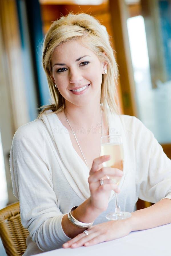 Donna con Champagne fotografie stock libere da diritti