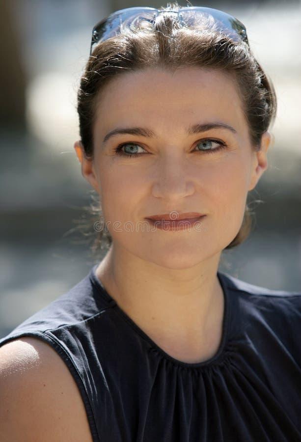 Donna con gli occhi azzurri fotografia stock