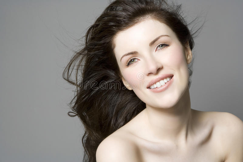 Donna con i capelli lunghi di Brown fotografia stock