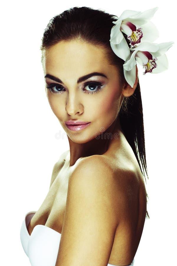 Donna con i fiori bianchi luminosi fotografia stock libera da diritti
