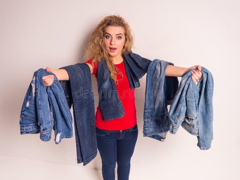 Donna con i jeans immagine stock