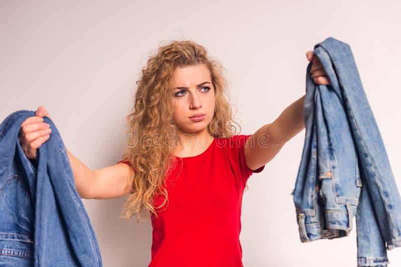 Donna con i jeans immagine stock libera da diritti