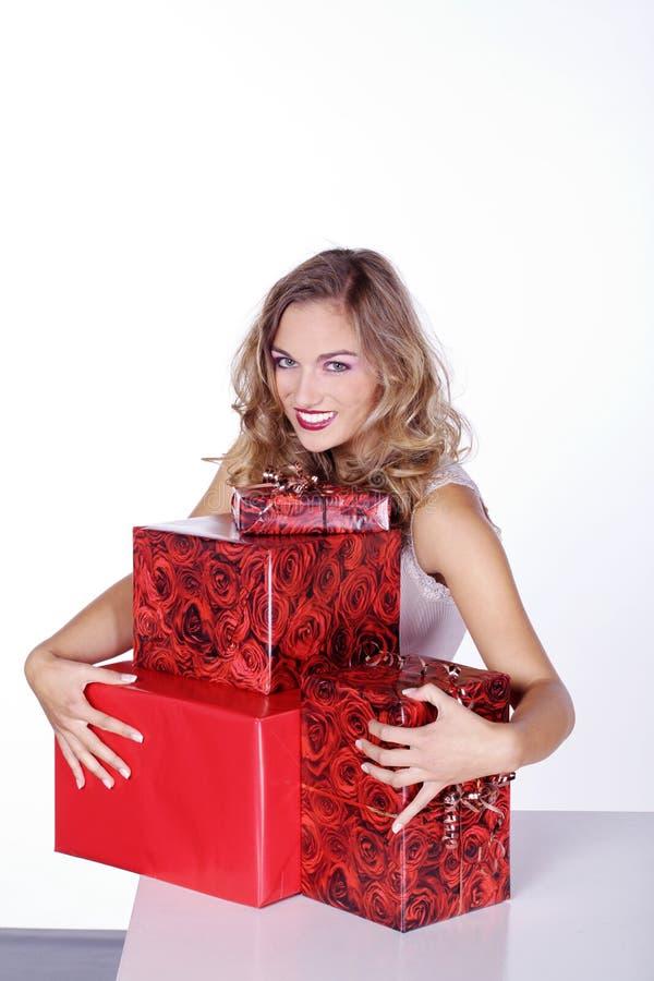 Donna con i regali di Natale fotografie stock