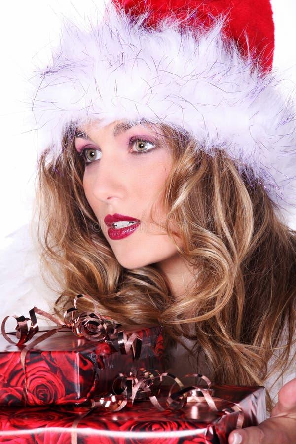 Donna con i regali di Natale fotografia stock libera da diritti