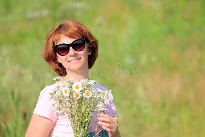 Donna con i vetri immagini stock libere da diritti