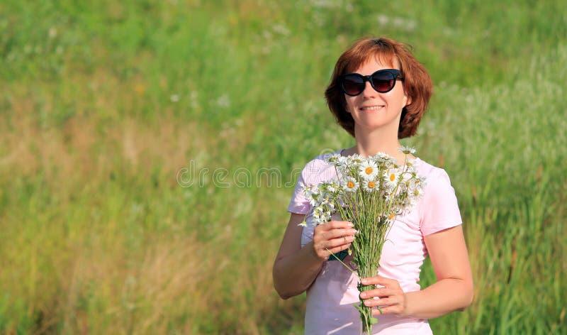 Donna con i vetri immagine stock