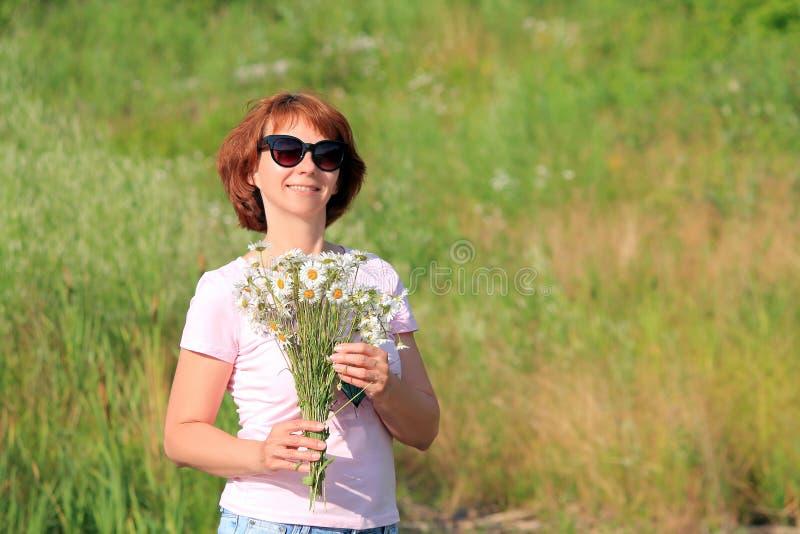 Donna con i vetri fotografia stock
