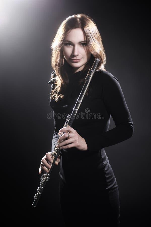 Donna con il bello ritratto della flauto fotografie stock libere da diritti
