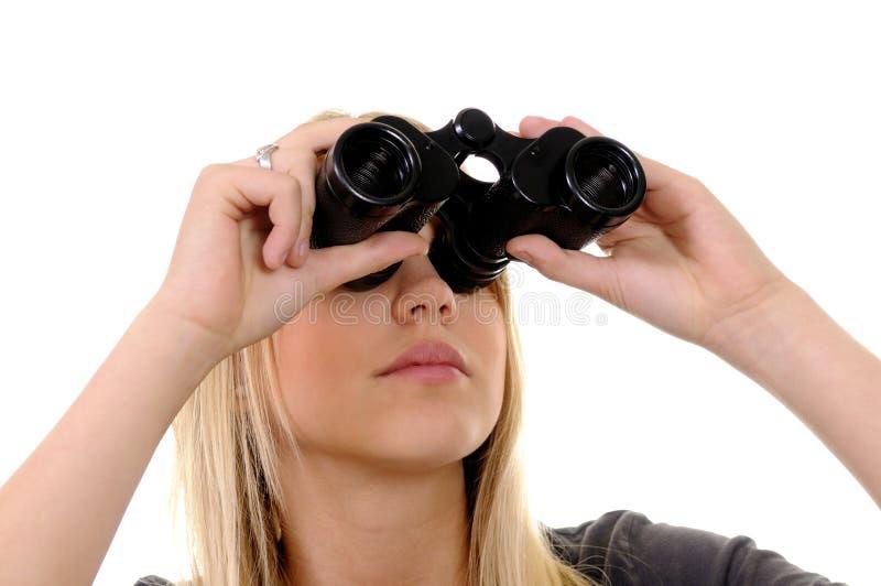 Donna con il binocolo immagine stock libera da diritti