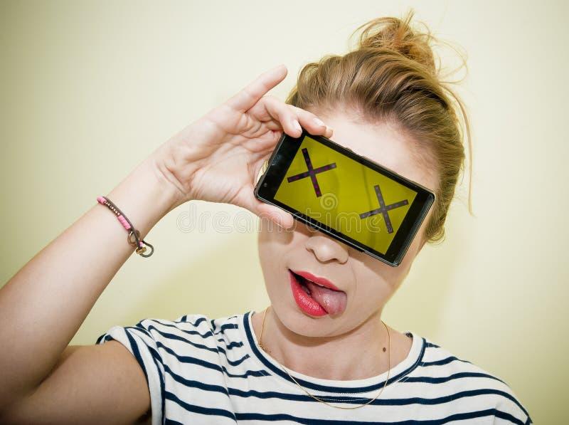 Donna con il concetto dello smartphone fotografia stock libera da diritti